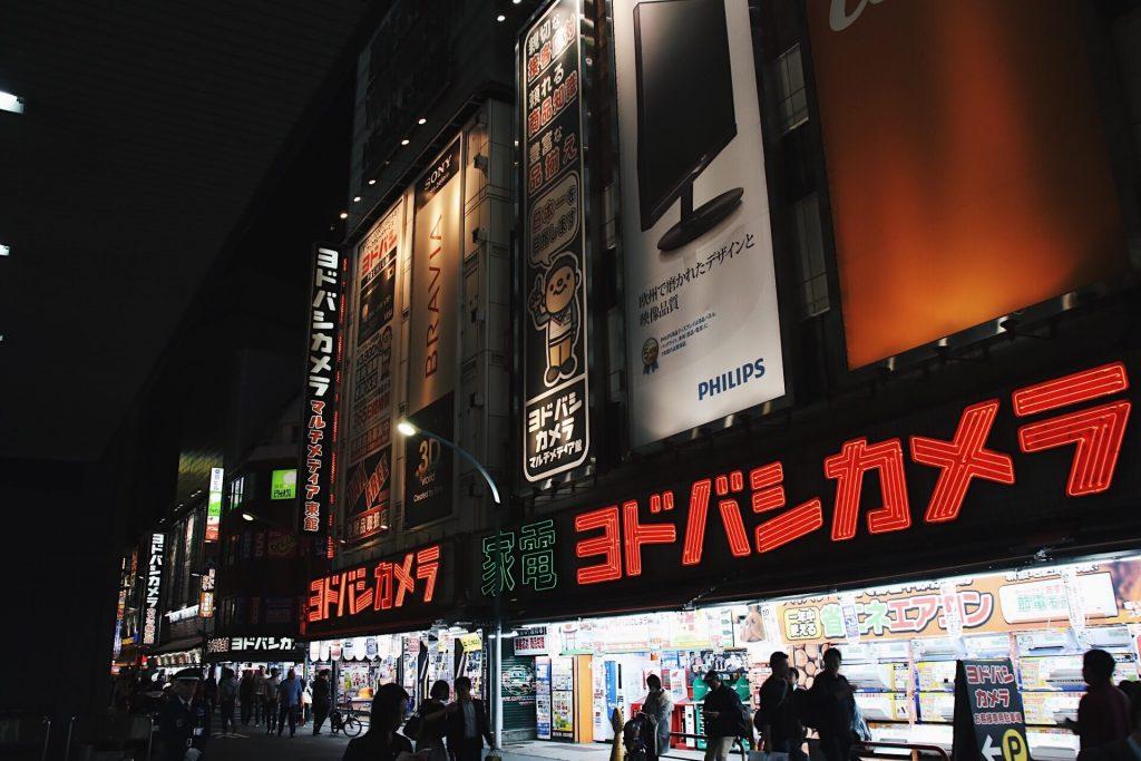 shinjuku at night, 6 day tokyo itinerary