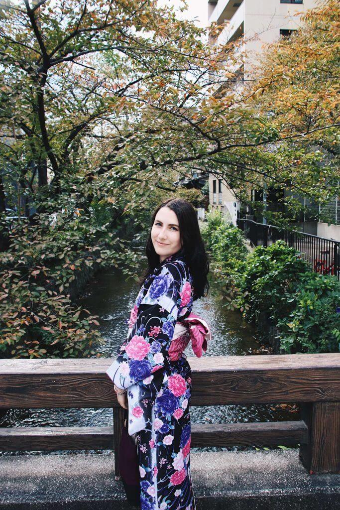 kyoto kimono rental, foreign girl wearing kimono
