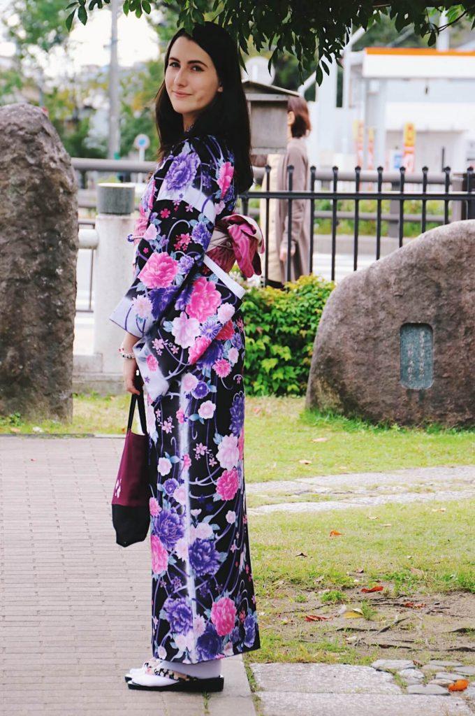 renting kimono in kyoto, foreign girl wearing kimono