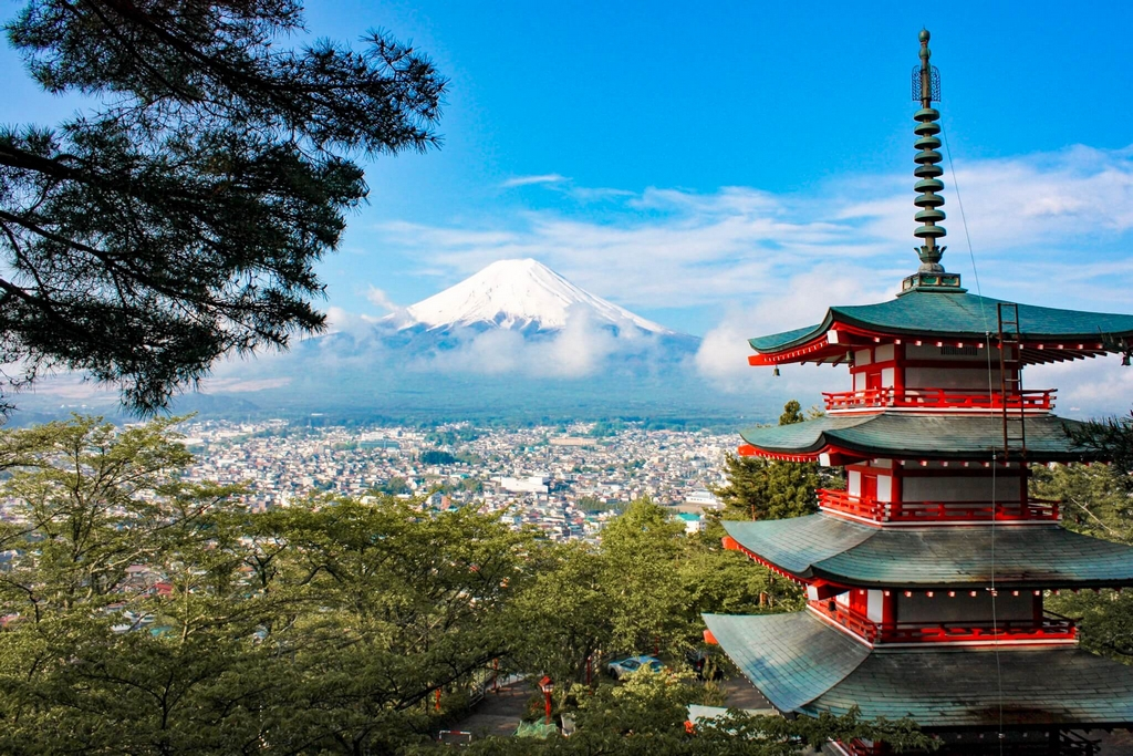 Things to do in Japan, climb mount fuji